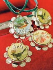 Colliers pendentifs capsules