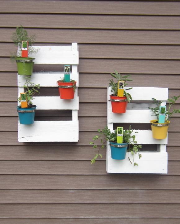 Étagère pour plantes aromatiques en palettes