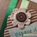 Fleur en carton avec boîte à oeufs