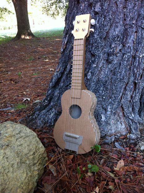 ukulele en carton